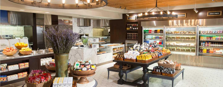 New york hilton midtown hotels unweit des time squares lassen sie sich kstliche snacks und frische pizzas im hotel schmecken sciox Image collections