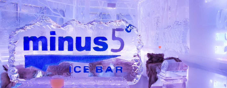 Laden Sie Freunde und Kollegen zu einem Drink in die schöne Ice Bar ein und bewundern Sie große Eisskulpturen aus kanadischem Eis