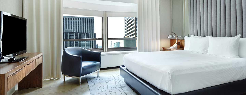 Die elaganten Zimmer bieten den Gästen einen schönen Ausblick auf New Yorks Wolkenkratzer