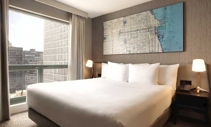 Hilton Chicago/Magnificent Mile Suites Hotel, USA – Suite mit Seeblick