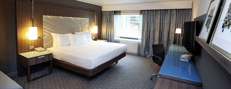 Hilton Paris La Defense Hotel, Frankreich – Superior Zimmer mit King-Size-Bett