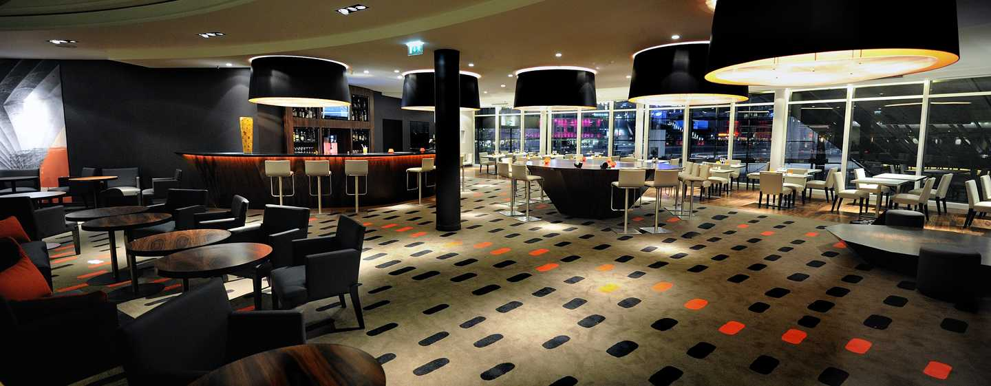 "Hilton%20Paris%20La%20Defense%20Hotel,%20Frankreich%20–%20Bar%20""Tangerine"""