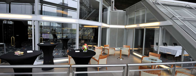 Hilton Paris La Defense Hotel, Frankreich – Terrasse