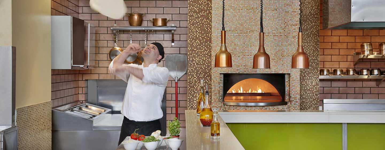 Hilton Ras AlKhaimah Resort& Spa Hotel, VAE– Chefkoch in Aktion im Piaceri Da Gustare