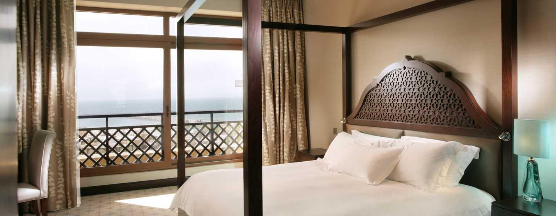 Hilton Ras Al Khaimah Resort & Spa Hotel, VAE– Executive Suite mit Kingsize-Bett