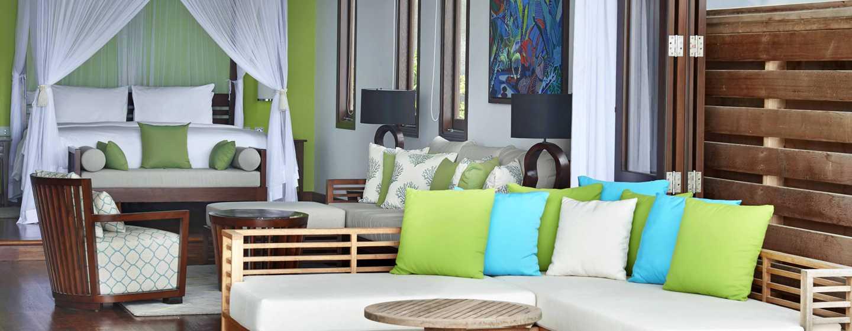 Hilton Seychelles Northolme Resort and Spa– Innenansicht der Grand Villa mit Swimmingpool und Meerblick