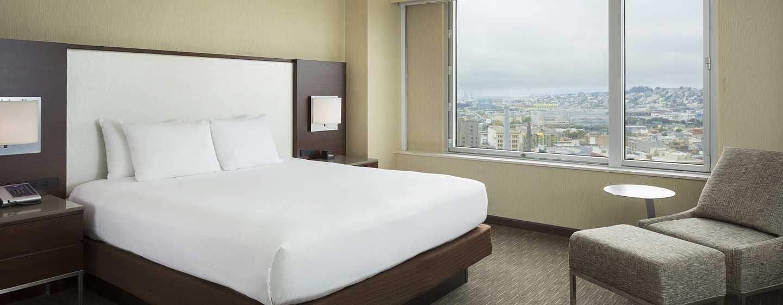 Hilton San Francisco Union Square Hotel, Kalifornien, USA– Zimmer mit Kingsize-Bett