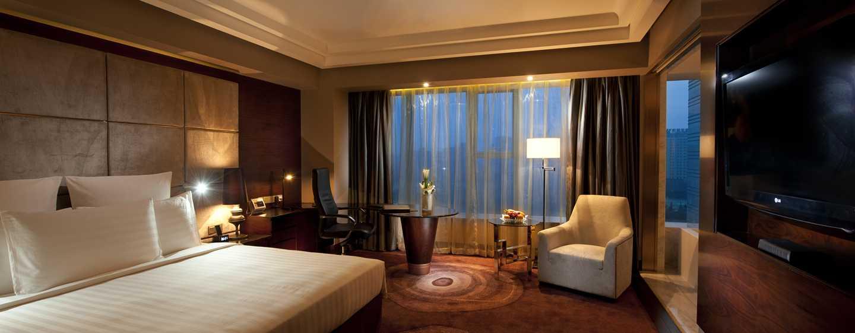Hilton Shanghai Hongqiao Hotel – Zimmer mit King-Size-Bett