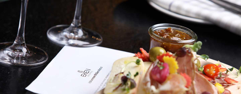 Hilton Stockholm Slussen, Schweden– Abendessen in der Bar Eken