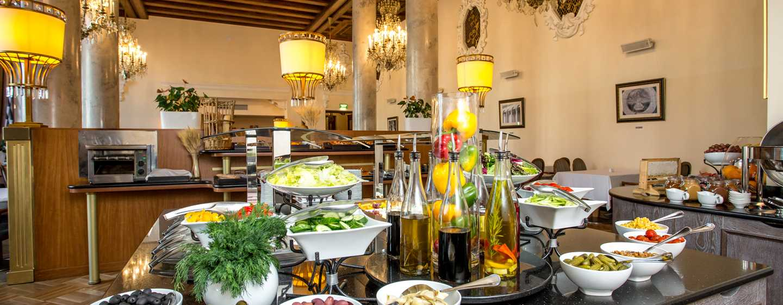 Hilton Moscow Leningradskaya Hotel, Russland– Buffet petit déjeuner au Restaurant