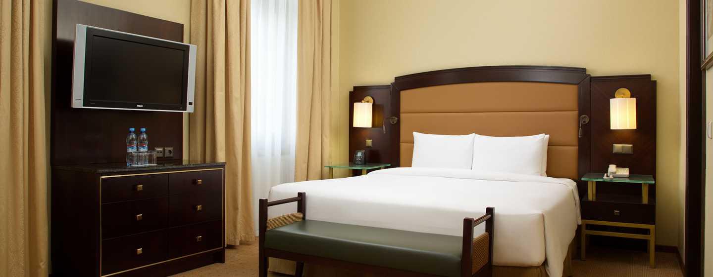 Hilton Moscow Leningradskaya Hotel, Russland – Hilton Deluxe Zimmer mit Kingsize-Bett