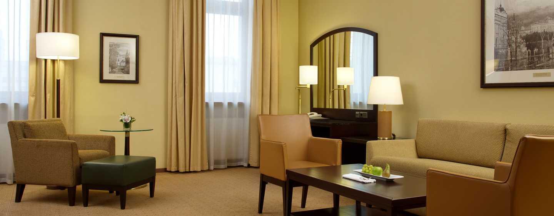Hilton Moscow Leningradskaya Hotel, Russland– Eck-Suite mit Kingsize-Bett