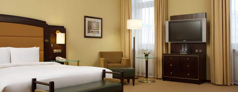 Hilton Moscow Leningradskaya Hotel, Russland – Hilton Junior Suite mit Kingsize-Bett