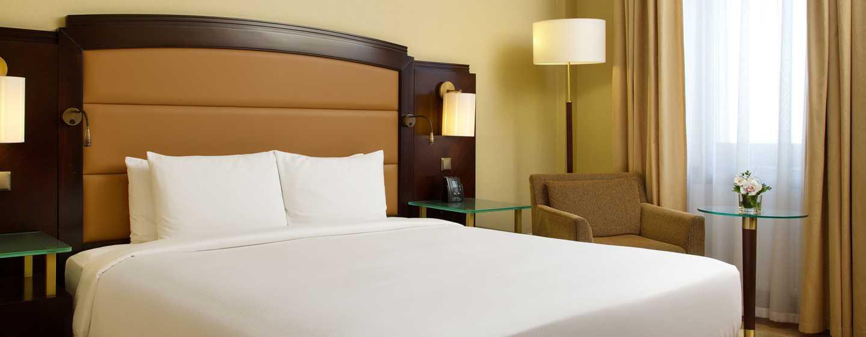 Hilton Moscow Leningradskaya Hotel, Russland – Hilton Zimmer mit Kingsize-Bett