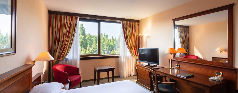 Hilton Strasbourg Hotel, Frankreich – Gästezimmer mit Kingsize-Bett