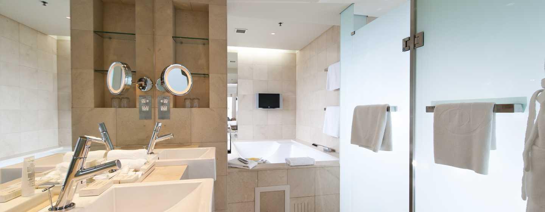 Hilton Sydney Hotel, Australien – Geräumiges Badezimmer