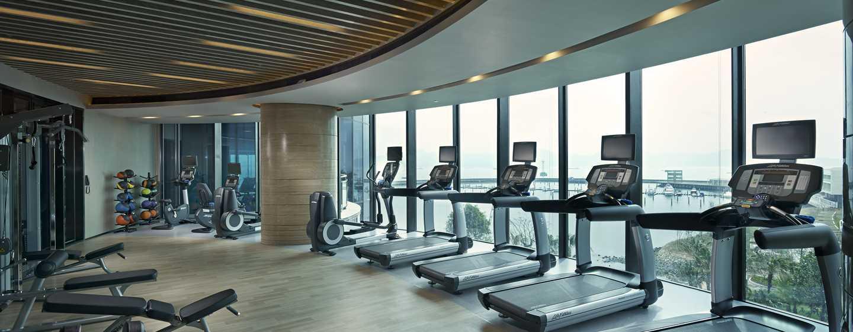 Hilton Shenzhen Shekou Nanhai, China – Fitnessraum