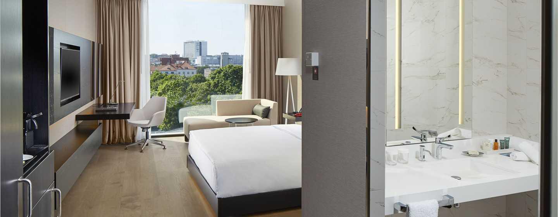 Hilton Tallinn Park, Estland – Barrierefreies Zimmer mit King-Size-Bett