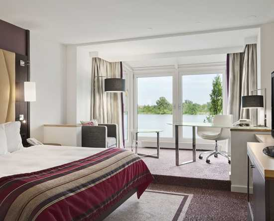 KING DELUXE WATERFRONT ROOM