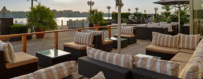 Hilton Vienna Danube Waterfront Hotel, Österreich – SOMMERTERRASSE