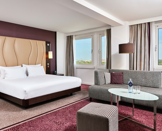 SUPERIOR SUITE MIT KING-SIZE-BETT AM FLUSSUFER