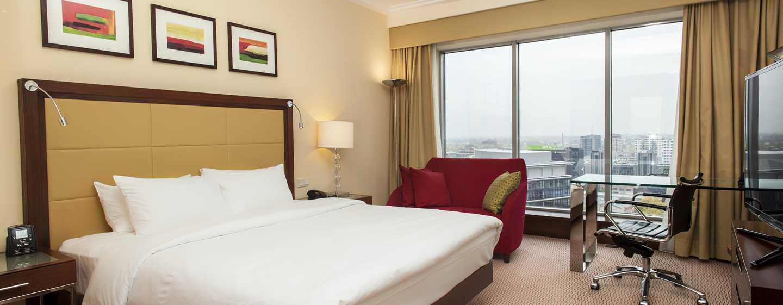 Hilton Warsaw Hotel and Convention Centre, Polen– Zimmer mit King-Size-Bett