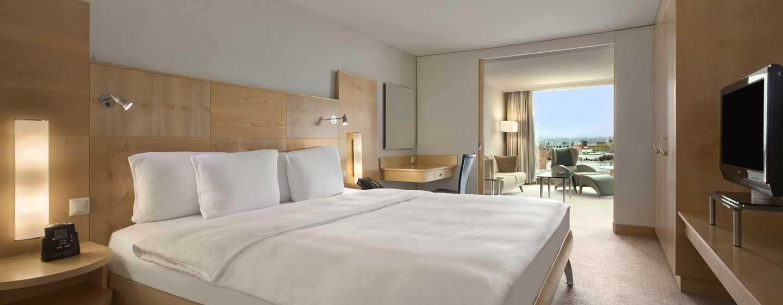 Hilton Zurich Airport Hotel, Schweiz– Relaxation Suite mit Kingsize-Bett
