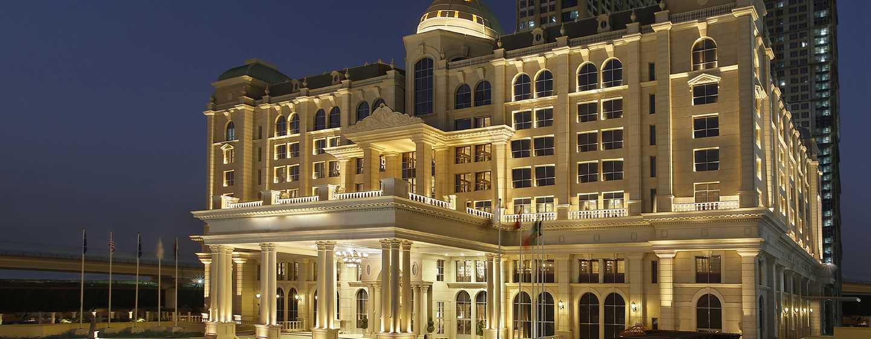 Habtoor Palace Dubai LXR Hotels & Resorts– Außenbereich bei Nacht