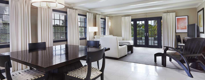 Boca Raton Resort & Club, A Waldorf Astoria Resort, Florida, USA– Bungalow mit einem Schlafzimmer mit King-Size-Bett