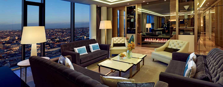Entspannen Sie am Kaminfeuer im gemütlichen Wohnbereich der Präsidenten Suite
