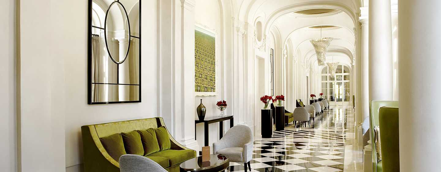 Waldorf Astoria Trianon Palace Versailles, Frankreich – Hoteleingang