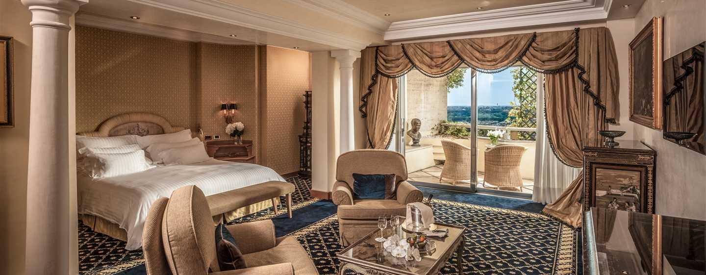 Rome Cavalieri, Waldorf Astoria Hotels& Resorts, Italien– Alkoven Suite