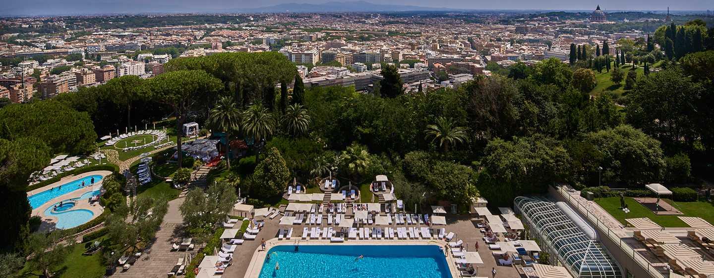 Waldorf Astoria Rome Cavalieri Hotel & Resorts, Italien– Ausblick über Rom bei Tag von der Hotelterrasse