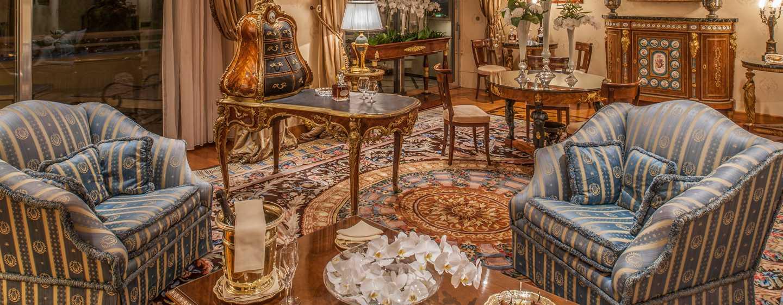 Rome Cavalieri, Waldorf Astoria Hotels& Resorts, Italien– Napoleon Suite– Wohnzimmer