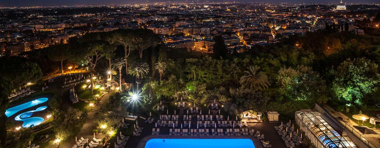 Waldorf Astoria Rome Cavalieri Hotel & Resorts, Italien– Ausblick über Rom bei Nacht von der Hotelterrasse