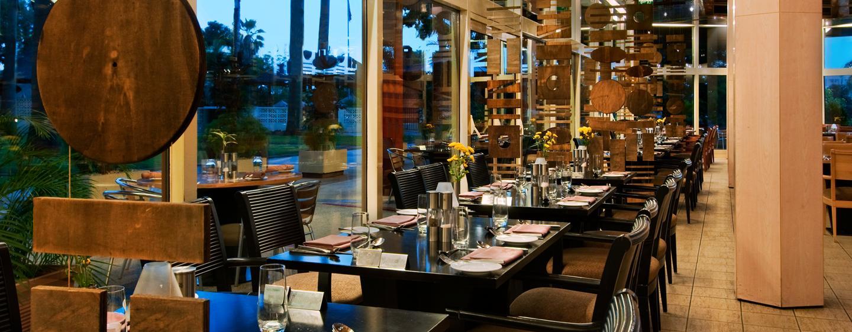 Das schicke Restaurant ist für Sie für alle Mahlzeiten geöffnet