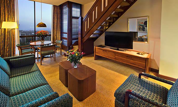 Hilton Addis Ababa, Äthiopien– Zweistöckiges Zimmer mit King-Size-Bett