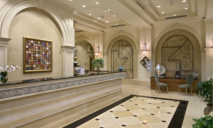 Hilton Naples - Lobby