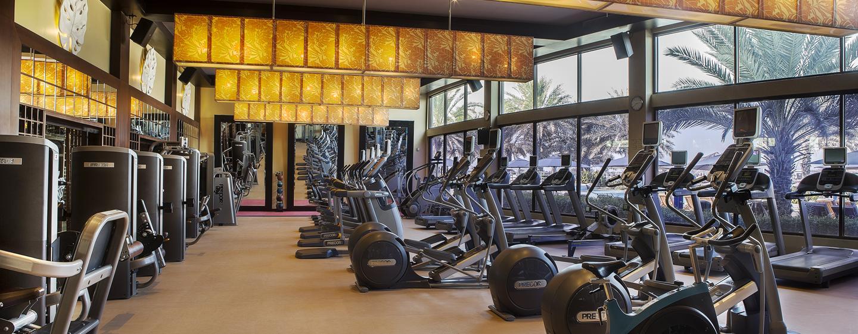 Gehen Sie im großen Fitness Center des Luxushotels Ihrem gewohnten Training nach