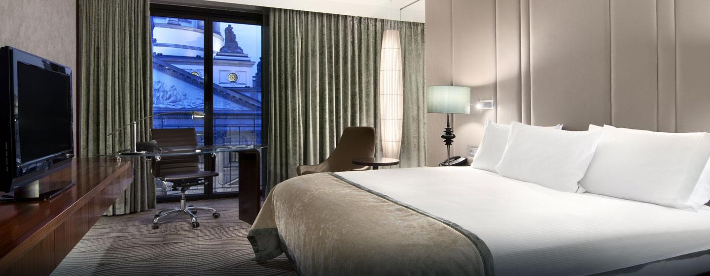 Hilton Plus Zimmer mit King-Size-Bett