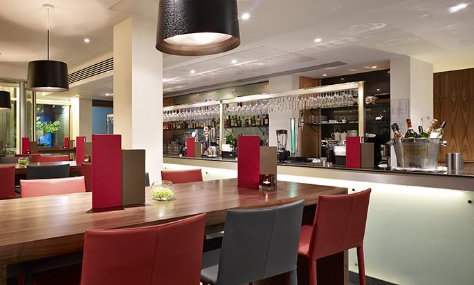 Hilton Garden Inn Birmingham Brindleyplace, UK - Hotel Bar