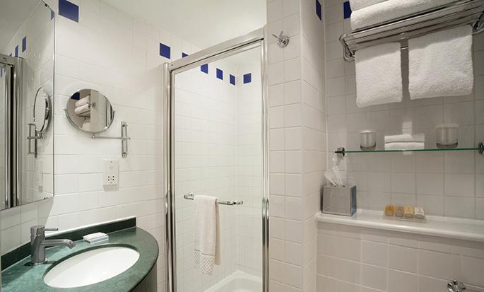 Hilton Garden Inn Birmingham Brindleyplace, UK - Guest Bath