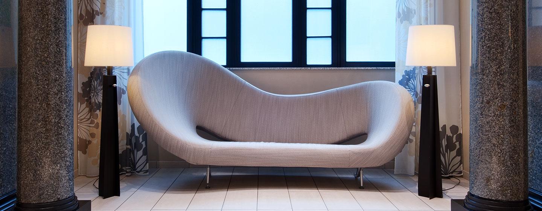 Erleben Sie modernes Design in der Lobby und in den Hotelzimmern