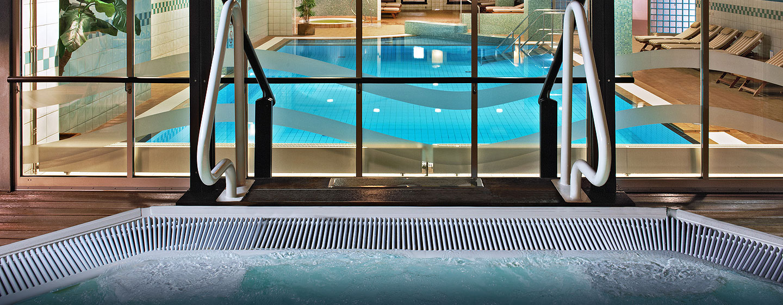 Hilton Dresden Hotel – LivingWell Fitness Club – Whirlpool im Freien