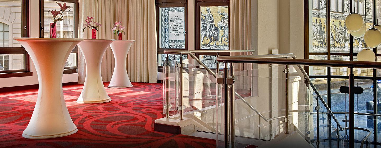 Eine Ausstellung kann im Event Foyer mit Blick auf den Fürstenzug stattfinden