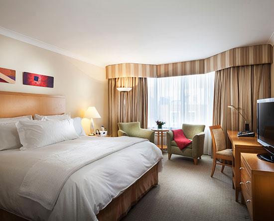 Conrad Dublin hotel, Irland - Premium Zimmer mit einem King-Size-Bett und Ausblick