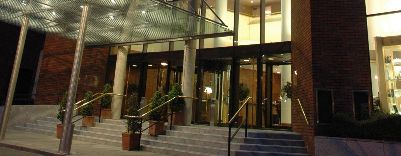 Hoteleingang bei Nacht