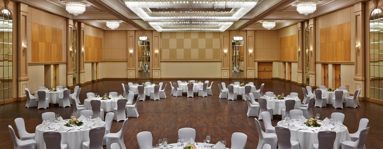 Gern dekorieren wir den Ballsaal Ihrem Event entsprechend
