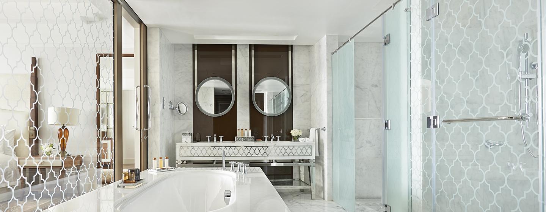 Unsere Badezimmer überzeugen die Gäste mit geraden Linien und klassischen Design