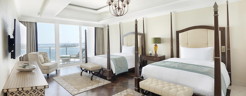 Das Schlafzimmer der Präsidenten Suite verfügt über zwei große Betten im arbischen Stil